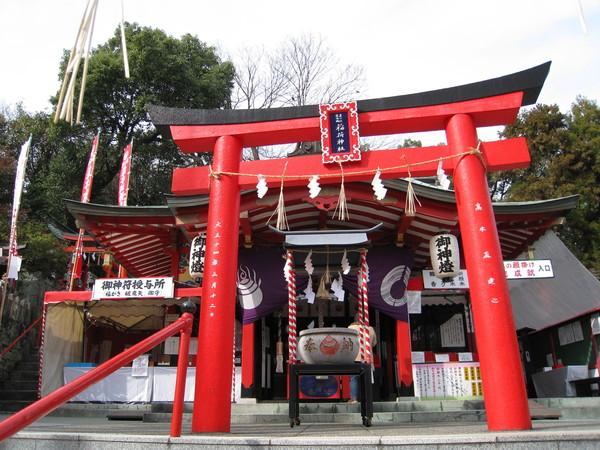 攀上層層石階,就是熊本城稻荷神社火紅的鳥居