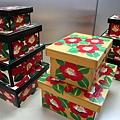 最具代表性的熊本工藝品「花手箱」,箱上繪有熊本盛產的山茶花