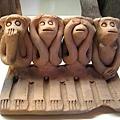 這幾隻猴子,應該代表「非禮勿言、非禮勿聽、非禮勿視、非禮勿動」?