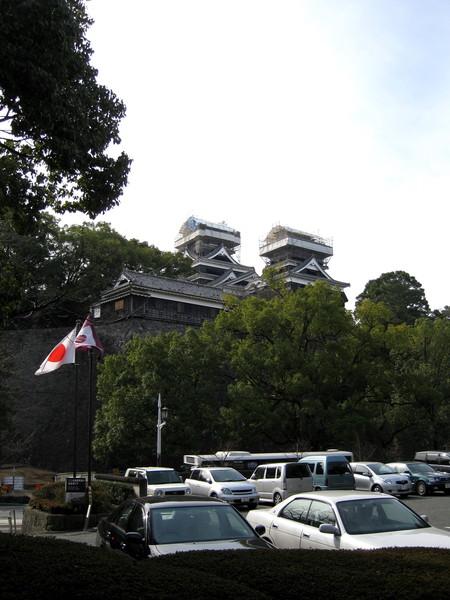 走出傳統工藝館大門,才發現不遠處就是整修中的熊本城