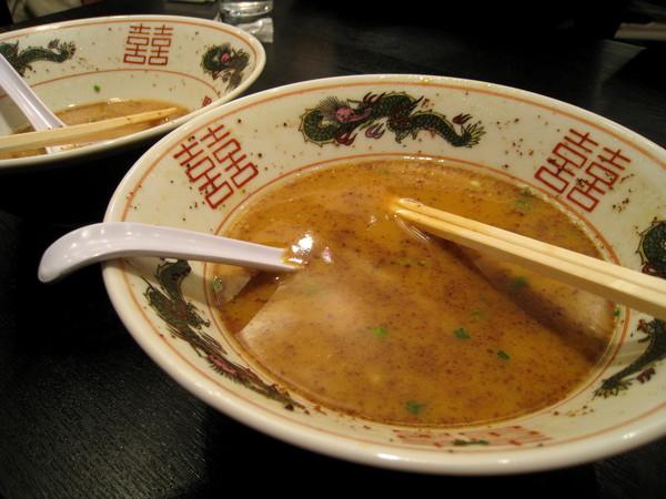 湯頭很濃,吃到一半有點膩,突然好想念上回清淡的「にぼらや」