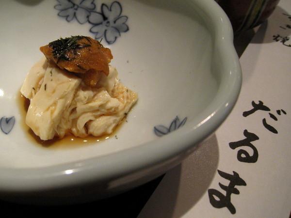 店家招待的前菜,豆皮佐海膽,只有一小口,清爽開胃