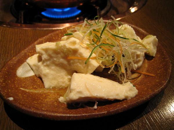 佐豆腐的醬汁很清淡,我偷偷加了一點火鍋沾醬,滋味變得很好