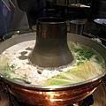 涮了一陣子,鍋上會有肉片的浮油