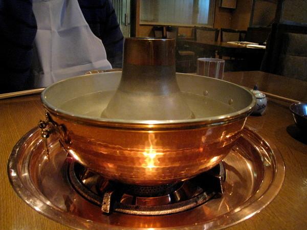 很有古早味的銅鍋,是今天的主角