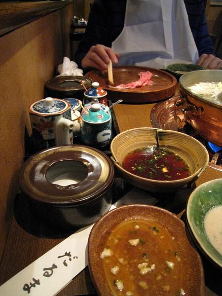吃到一半,杯盤狼藉的桌面。仙台牛肉不是蓋的!