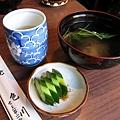 附贈的熱茶、湯和漬黃瓜,表現都不錯