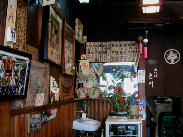 臨走前再拍一張。牆上掛滿老店才有的歷史紀錄
