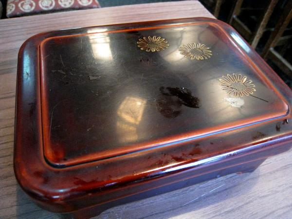 鰻魚飯上桌啦!