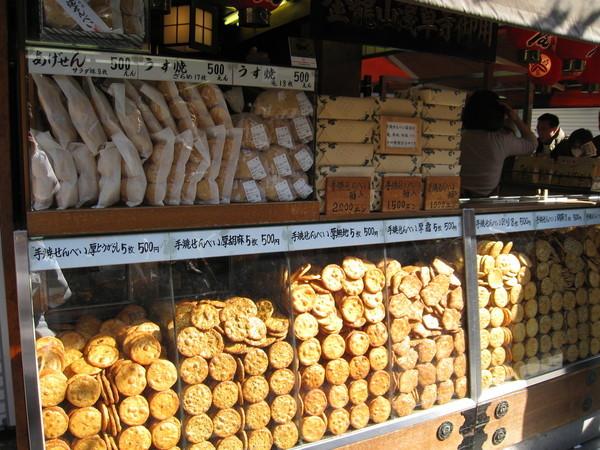 可惜日本仙貝對我來說通常不是太硬就是太鹹,跟台式仙貝口感很不同