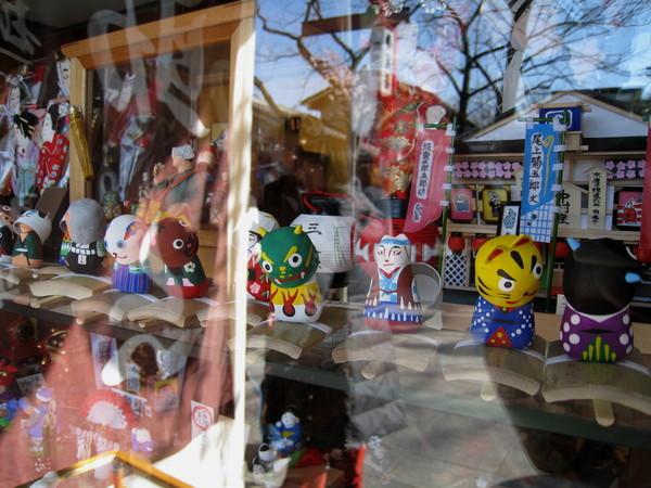 玩具店的櫥窗,好吸引人啊