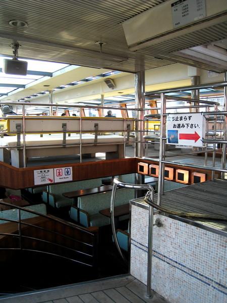 觀光遊船有上下兩層,可以隨意選擇入座