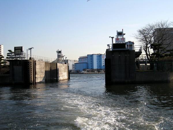 進了濱離宮的水門,就代表要靠岸啦