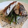 今日最滿意的一道料理,煎魴鯡魚佐煮到軟透的白蘿蔔,絕配!