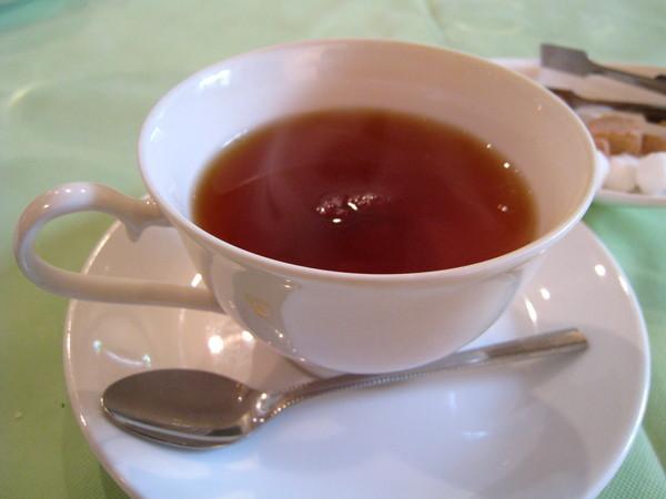 餐後有熱茶咖啡可選擇,我不喝咖啡,照例點了熱紅茶