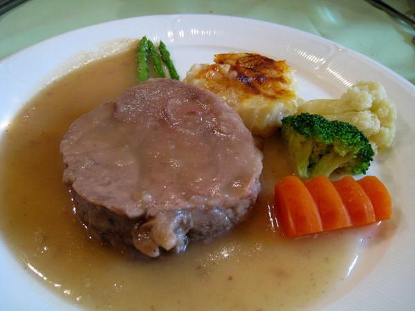 「子羊の煮込み」,燉小羊肉,羊肉很嫩但騷味重,扣分