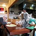 午餐是我家附近的法國料理小館La Palette,老闆是廚師,老闆娘當服務生兼記帳