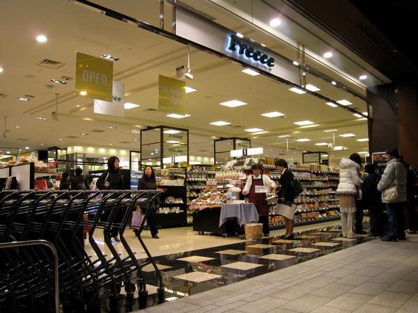 吃飽飯,順便逛逛就在平田牧場旁邊的Preece超市