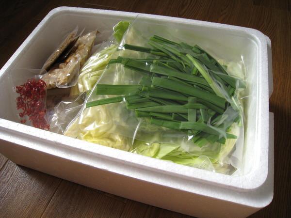 打開保冷的保麗龍盒,裡面所有配料都分開一包包