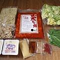 高麗菜、韭菜、辣大腸鍋底、蒜泥、麻油、白芝麻、辣椒、麵條x2、牛蒡、嫩豆腐x2