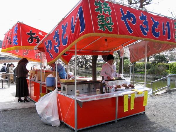 逛到中午肚子超餓,老天爺賜給我公園內的小吃攤