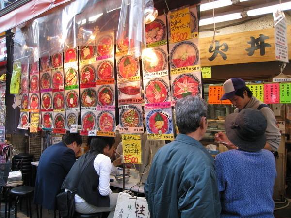 不確定有什麼好吃的,就隨便選了家很多人排隊的海鮮丼