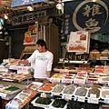 還有賣小魚乾和蝦米的