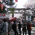 穿過牌坊就是上野東照宮。日本有許多東照宮,其中最有名的是日光東照宮