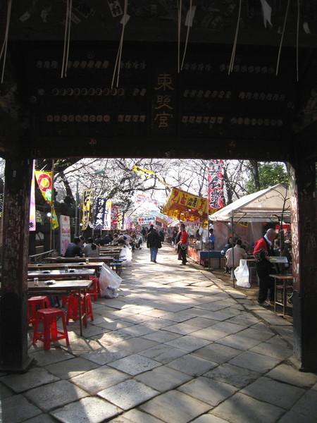 上野東照宮前的參拜道也有許多小吃攤