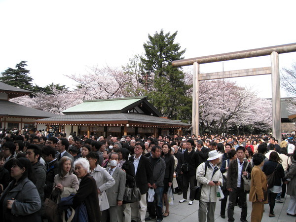 參拜人潮與日本過年時的「初詣」不相上下