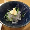 朋友提議至六本木Hills的「鮨  清山」吃壽司。這是小魚前菜