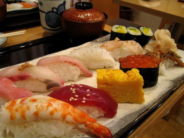 朋友點的2500日圓午間套餐,份量較少,但材料等級較高