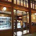 吃完午餐,朋友提議去同一棟樓的Harbs買蛋糕