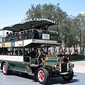 綠色的雙層遊園車