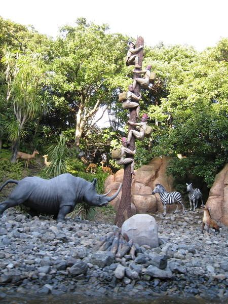 被犀牛追到百尺竿頭更進一步的探險者