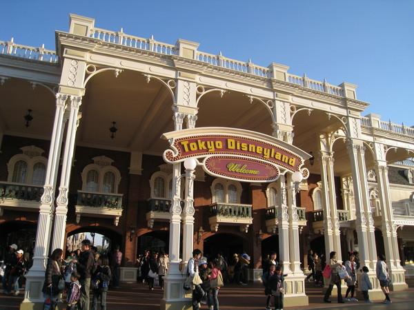 入口處竟然就是超大型購物中心,專賣迪士尼各種週邊紀念品