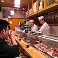 壽司大的おまかせ內容有十一貫壽司,一份四個壽司卷、一個玉子燒,還有味噌湯和熱茶