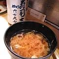 鮮魚味噌湯和熱的日式綠茶我都很喜歡