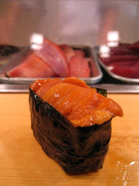 第四道是海膽軍艦卷,一點腥味也沒有,入口即化,吃到我快升天