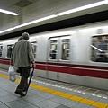 4/24,搭地下鐵大江戶線到築地市場吃壽司