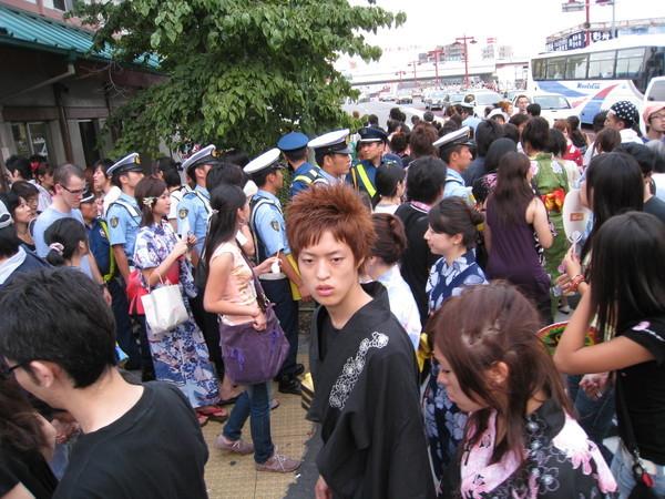 隅田川花火大會是東京都規模最大的,人潮高達90-100萬