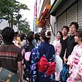 幸好今天不算太熱,就算滿街人擠人也還能忍受