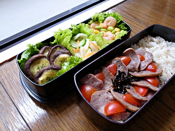 黑胡椒豬舌、海苔美乃滋起司焗鮮菇、芝麻昆布佃煮、柚香淺漬白菜、玉米毛豆炒蝦仁