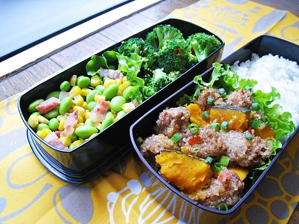 愛妻便當圖解第十九發:南瓜粉蒸肉、涼拌花椰菜、毛豆玉米炒培根