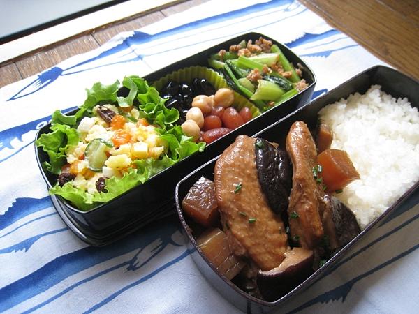 愛妻便當第23發:照煮雞翅、甜椒洋芋蛋沙拉、三色蜜豆、味噌肉末炒小松菜
