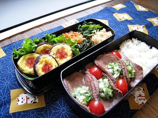 愛妻便當圖解第24發:鹽味香蔥牛舌、培根美乃滋起司焗鮮菇、韓式四色涼拌小菜