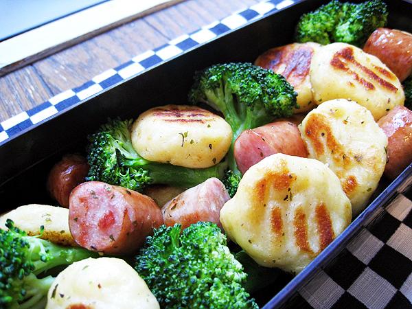 馬鈴薯麵疙瘩拌香腸花椰菜
