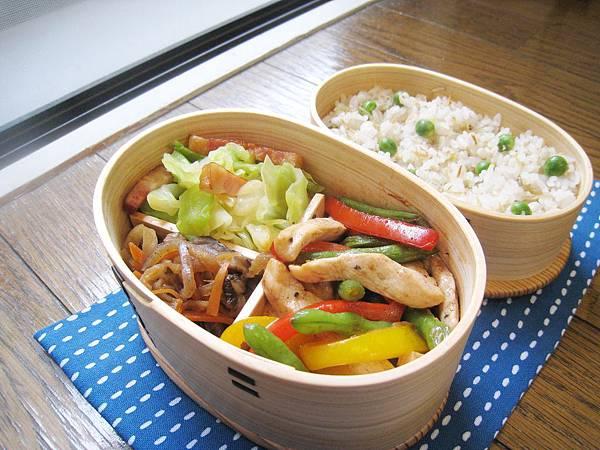 四季豆甜椒炒雞柳、培根炒高麗菜、切干大根羊栖菜煮物、小魚山椒豌豆飯