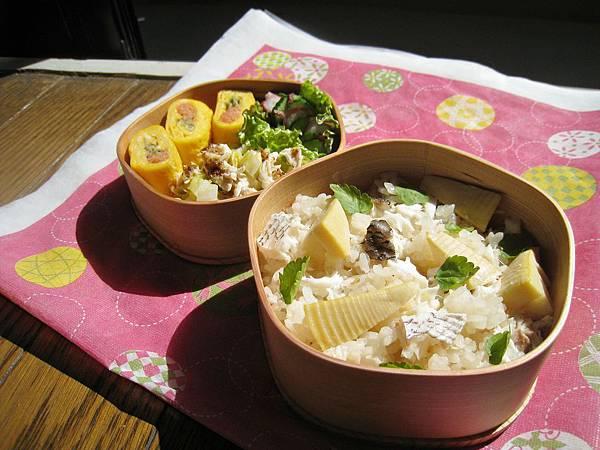 竹筍鯛魚炊飯、明太子玉子燒、梅味章魚小黃瓜、蜂蜜芥末雞絲高麗菜