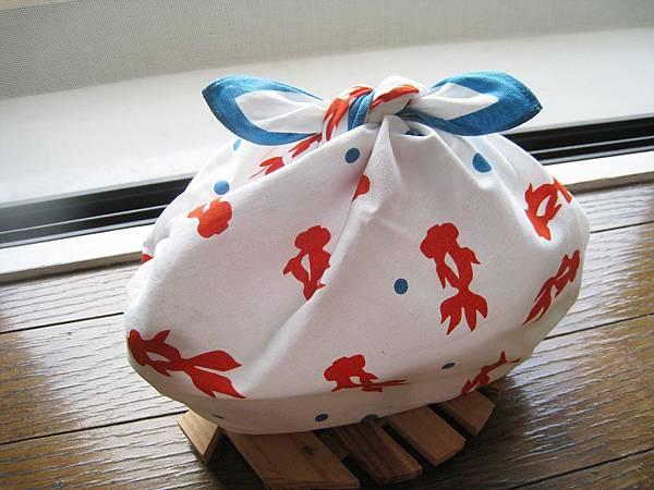 水玉金魚風呂敷